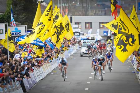 FOLKEFEST: Flandern rundt er det største endagsrittet du kan vinne. Arild Eriksen fra Eurosport er med for å finne fasiten. Foto: Cor Vos.