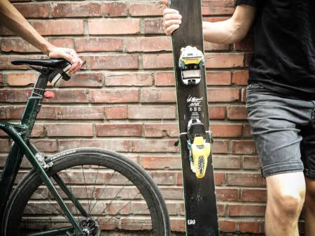 HVEM ER BEST? Landeveissyklister er hvertfall kulere enn skikjørerne i søstermagasinet Fri Flyt. Eller? Foto: Kristoffer Kippernes.