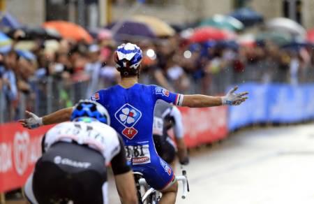 NR 2: Nacer Bouhanni var igjen raskest og tok sin andre etappeseier i årets Giro. Bildet er fra 4. etappe. Foto: Cor Vos