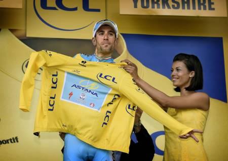 VANT: Vincenzo Nibali lurte feltet, vant etappen, og tok over den gule trøyen i samme slengen. Foto: Cor Vos.