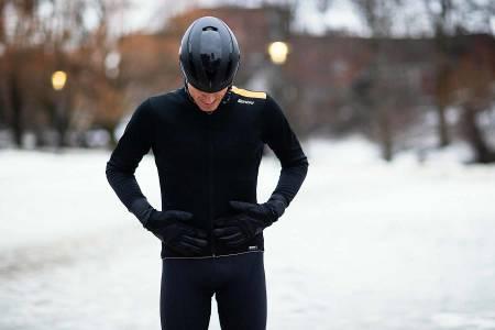 SMAL PASSFORM: Santini Vega Extreme er en ettersittende jakke som er lang på ermene og lang på ryggen. Foto: Kristoffer H. Kippernes