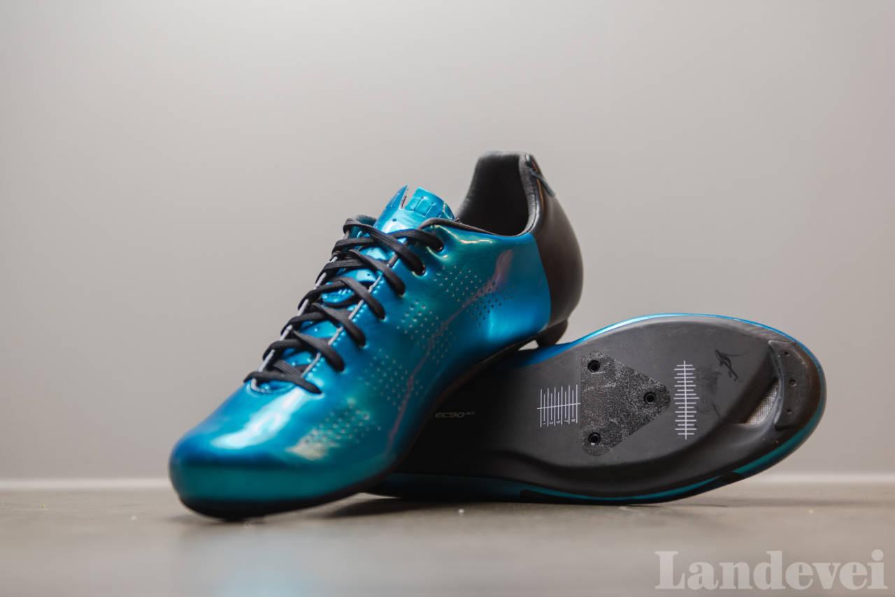 FARGERIKE: Giro Empire ACC kommer i flere farger, og alle skoene har svart hæl. Skoen er vår favoritt.