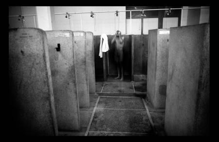 SLITNE: Dusjene i Roubaix har stått der uforandret siden bygget ble oppført. Her har mange kjente navn vasket seg etter rittet. Foto: Cor Vos.
