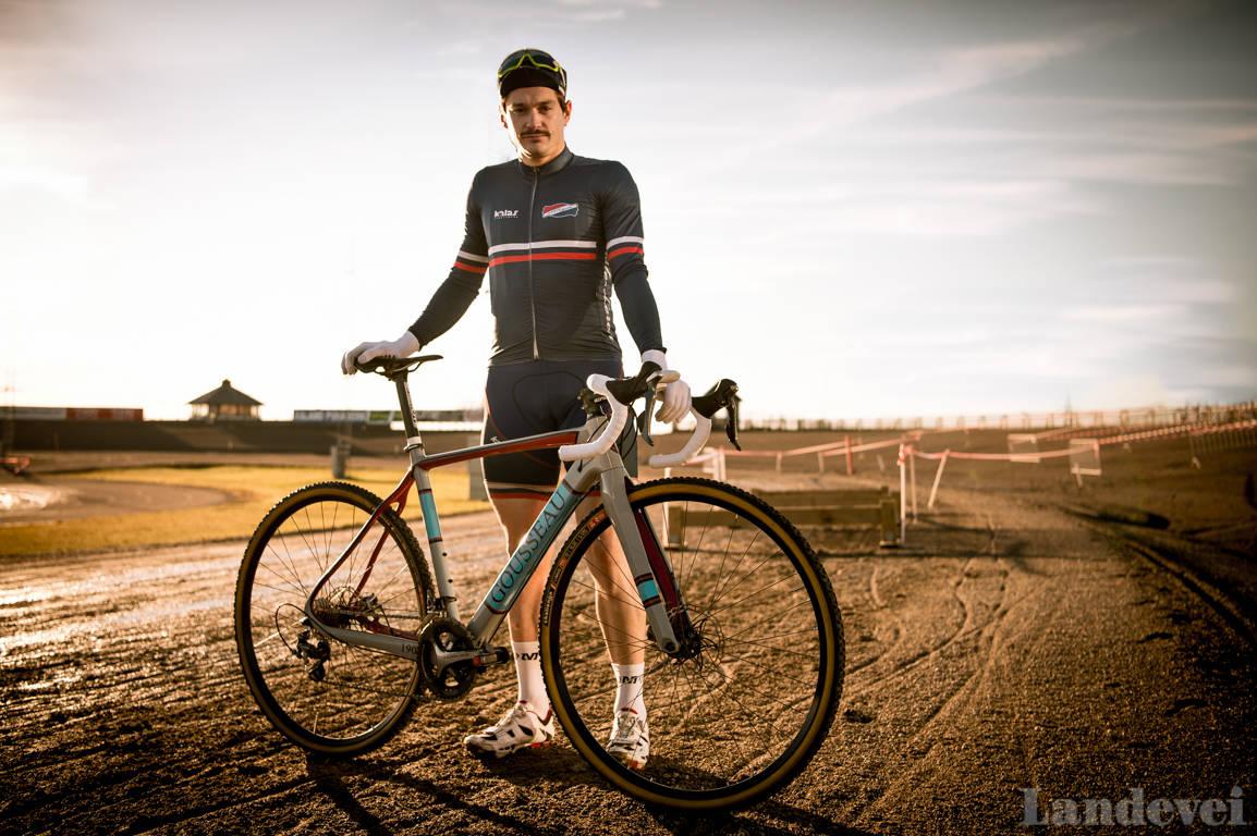 FRANSK OG FIN: Både bart og sykkel har aner til Frankrike, og Daniel Gousseau, en historisk krossmann.