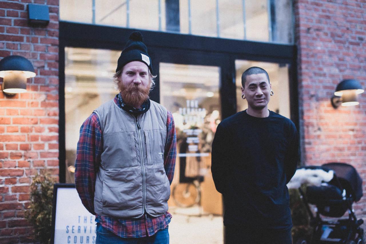 SKUFFET: Jonas Strømberg og An-Khang Vu utenfor The Service Course på Tøyen, uten caféen de gjerne skulle hatt. Foto: Henrik Alpers.