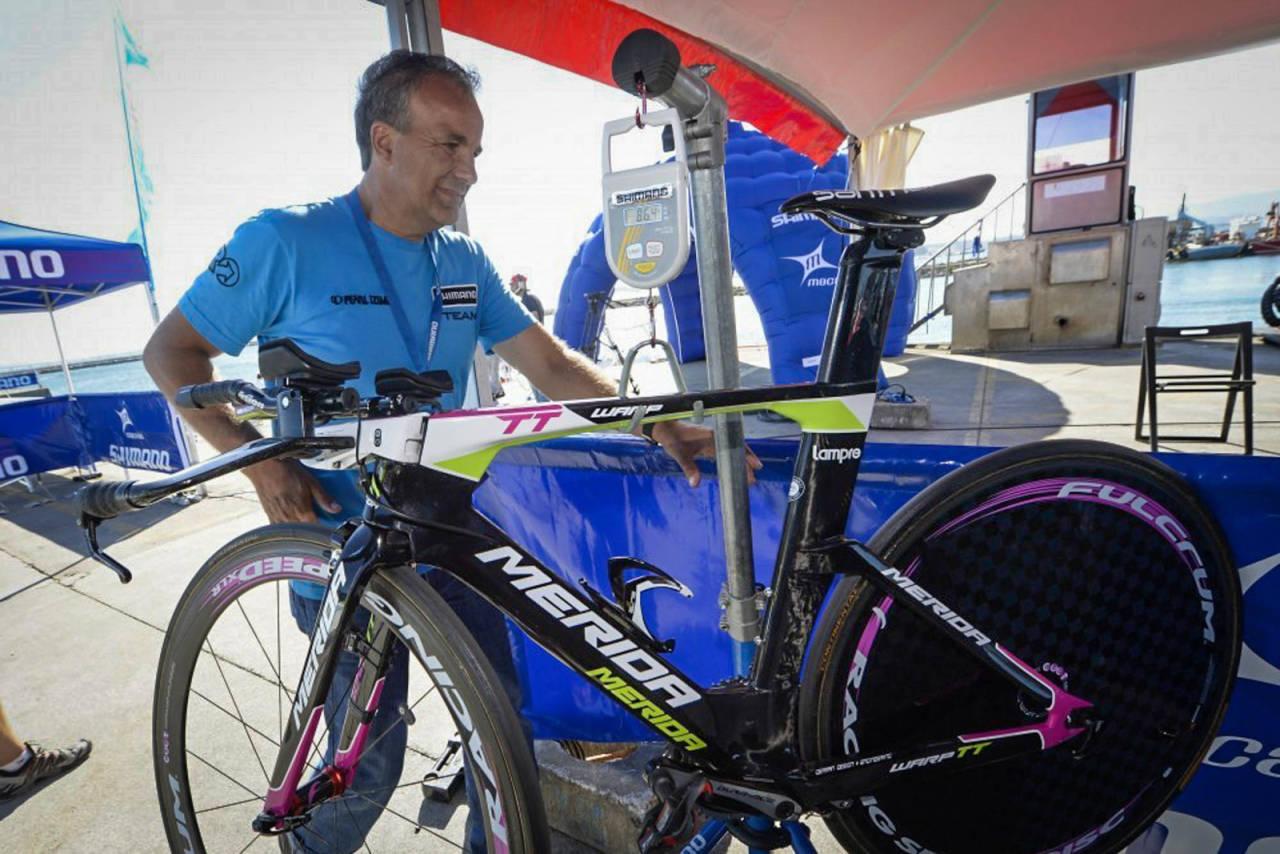 LOVLIG: UCIs vektgrense er på 6,8 kilo, men hvorfor er det slik? Denne temposykkelen fra Merida er innafor reglene. Foto: Cor Vos.