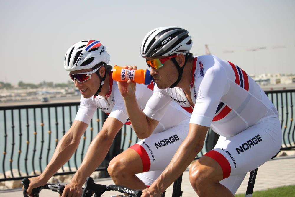 QATAR: Edvald Boasson-Hagen og Alexander Kristoff underveis i landeveisrittet i Qatar, før kontroversen inntraff. Foto: Per Erik R. Mæhlum/Norges Cykleforbund