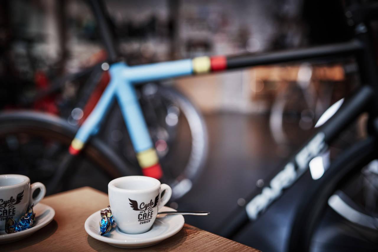 KAFFE+SYKKEL=SANT: Men hvorfor? Vi forsøker å finne svaret for tredje gang. Foto: Cycle Café Zurich.