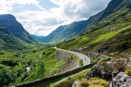 RØMMER: Gjermund tar fart og jager ut fra Glencoe, området der kommandør Robert Campbell slaktet hele MacDonalds-klanen for 325 år siden.