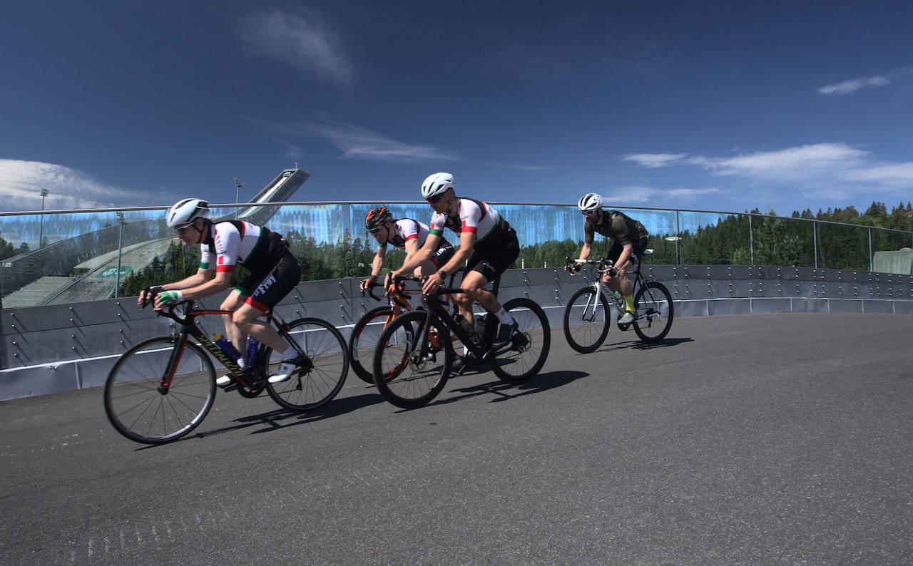 RITT I KOLLEN: Siste helgen i juli blir rulleskianlegget i Holmenkollen tatt i bruk til sykkelritt.
