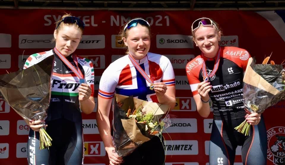 OVERLEGEN: Camilla Rånes Bye (IL Stjørdals Blink) tok en overlegen spurtseier i juniornorgesmesterskapet for kvinner. Foto: Truls Ørneberg.