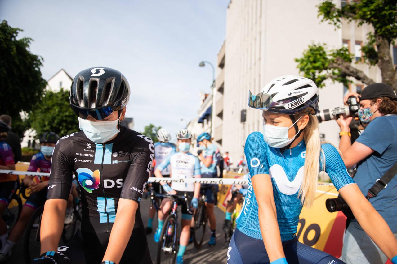INNGIKK AVTALE: Katrine Aalerud syklet for Susanne Andersen på NM-fellesstarten i Kristiansand. Foto: Henrik Alpers