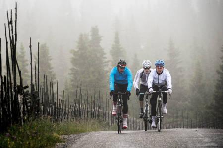 INGEN ENKEL SAK: Hva gjør du når det regner 14 dager i strekk, og du vil sykle? Følg våre enkle råd, så kommer du fort i gang. Foto: Kåre Dehlie Thorstad.