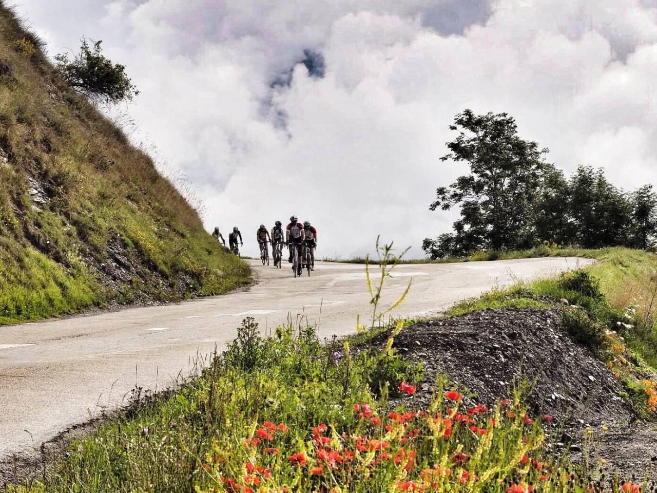 OVER SKYENE: Bergodals Alpene til Mont Ventoux-gruppe under bestigningen av Col de la Madeleine i går