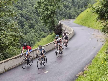 AVGRUNNEN: Man er sjelden langt derfra på Col de la Madeleines nordside