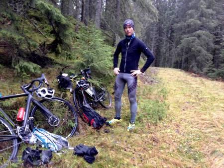 SER IKKE SKOGEN FOR TRÆR: Landevei tester alternativ vintertrening, denne gangen langtur med sykkelkross i marka kombinert med løping.