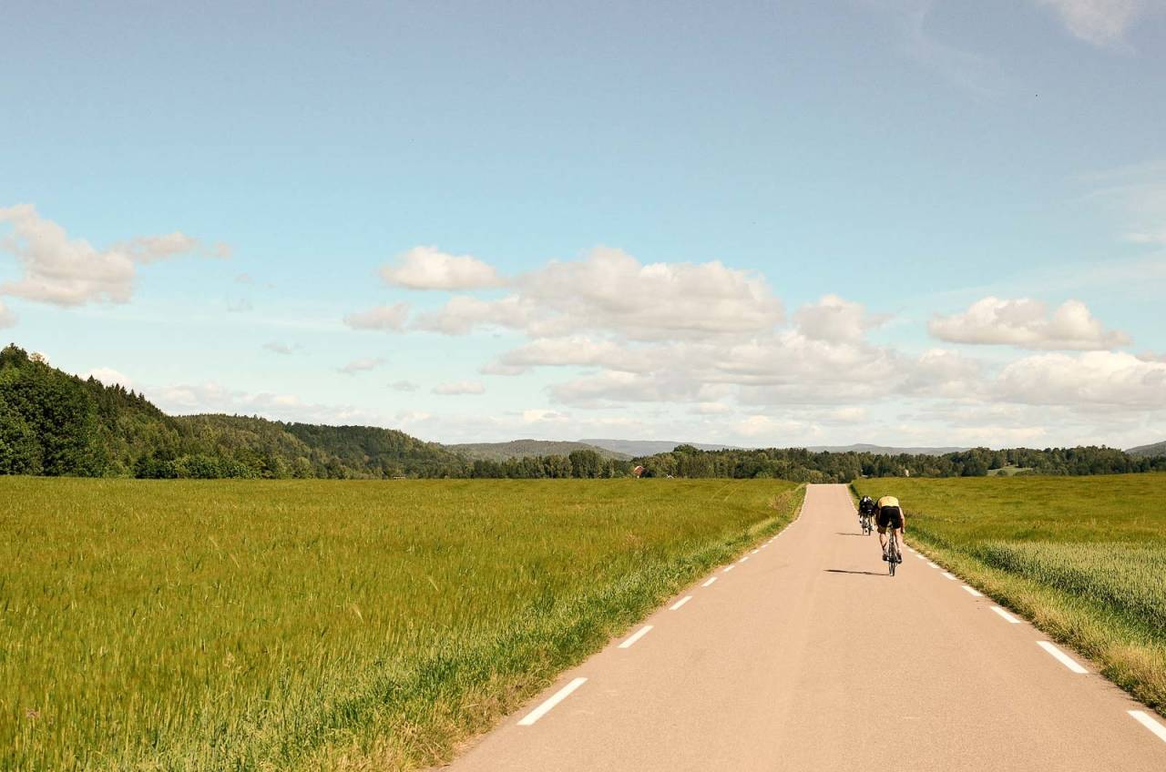 MER ENN TUSEN ORD: Legg til en sving og en kneik, og så vet du hvordan denne turen var. Ødemarksrunden i Vestfold er nærmest en overdrivelse i hvitstiplet asfalt, øde landeveier og grønne skoger.