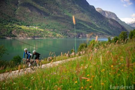 KJÆRLIGHETSVEGEN: På denne veistrekningen spilles det stadig inn reklamefilmer for fjordnorge. Kanskje ikke så rart?