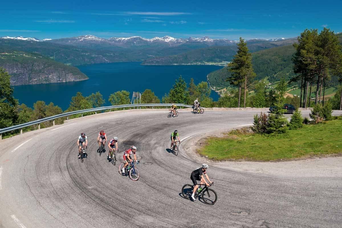 motbakkesykling motbakke bakkesykling landevei cycling Norge 71 bakker du må sykle i Norge fri flyt procycling gruppetto strava segment Stryn Utvik Utvikfjellet