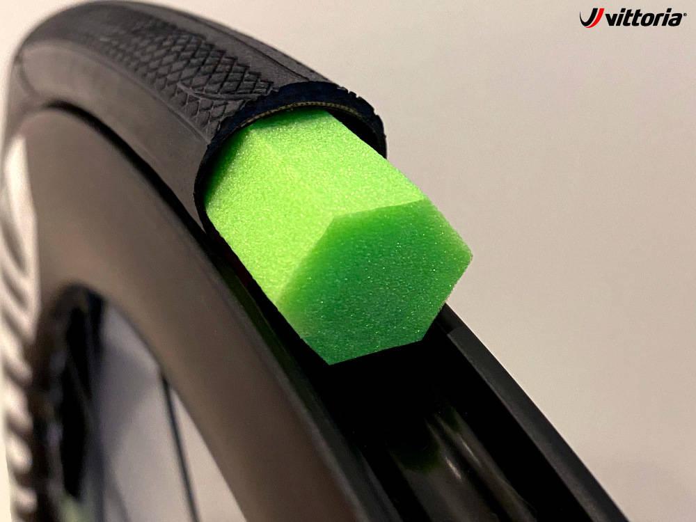 SKUM-DINGS I DEKKET: Denne kan sørge for at du kommer deg hjem fra turen eller at du holder deg gående lenge nok til å få hjelp i et ritt. Alle foto: Vittoria