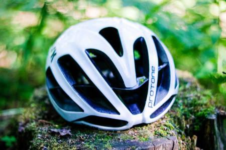 SEMI-AERO: Kask sin hjelm er luftig, men har likevel en aerodynamisk profil. Alle foto: Knut Andreas Lone