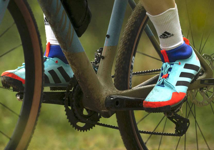 FARGERIKE: Adidas kaster seg på gravel-bølgen med sine nye «The Gravel Shoe». Foto: Adidas.