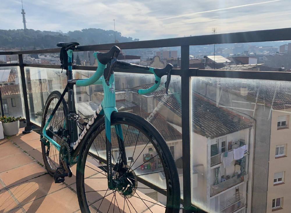 CELESTE: Team BikeExchange har skiftet til Bianchi, til glede for Amund Grøndahl Jansen.