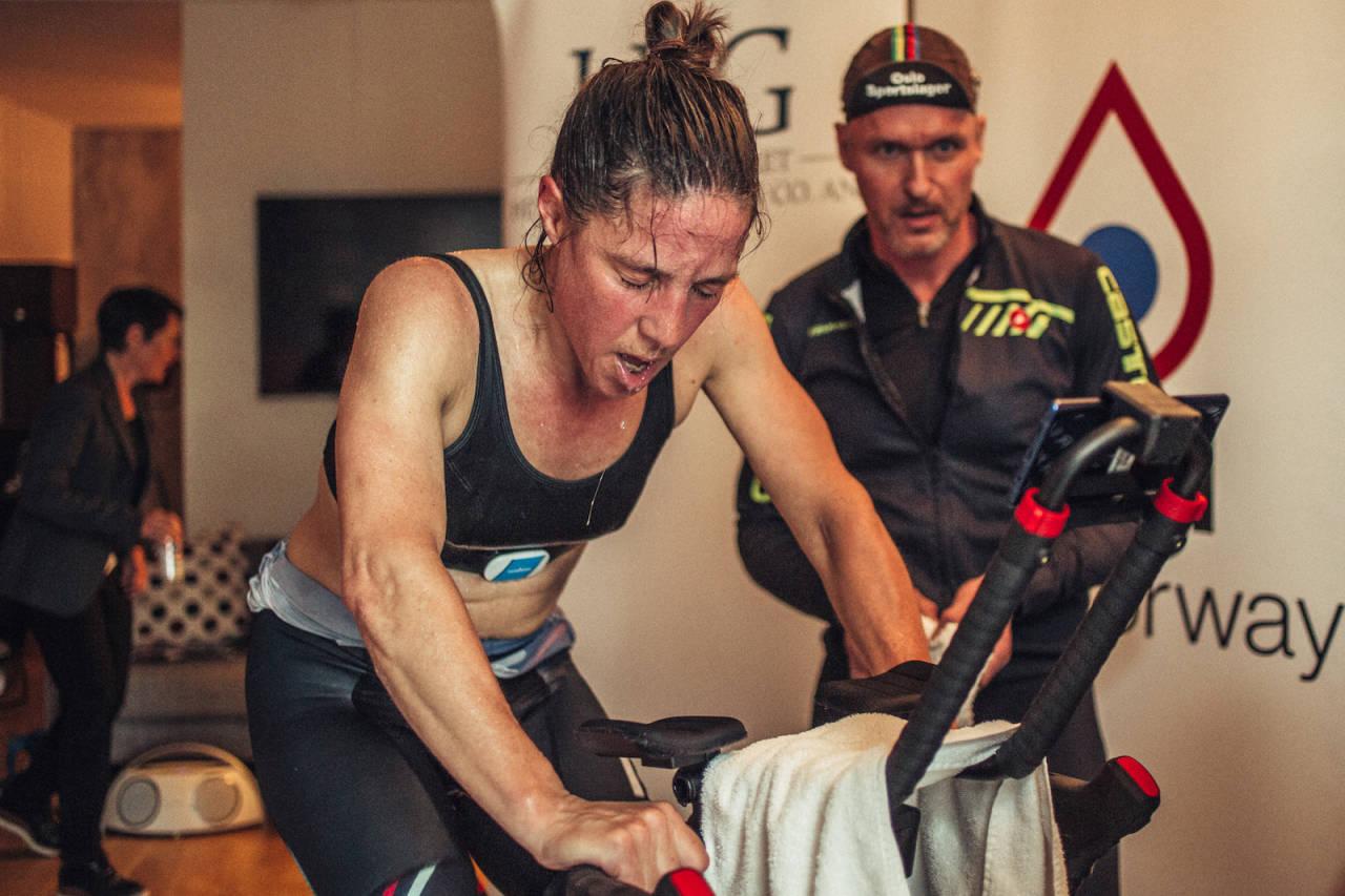 SLUTTKJØRT: Kristin Falck var fullstendig på felgen etter sin halvtime på sykkelen under wattmesterskapet på Scandic Vulkan sist onsdag. Foto: Marte Vike Arnesen
