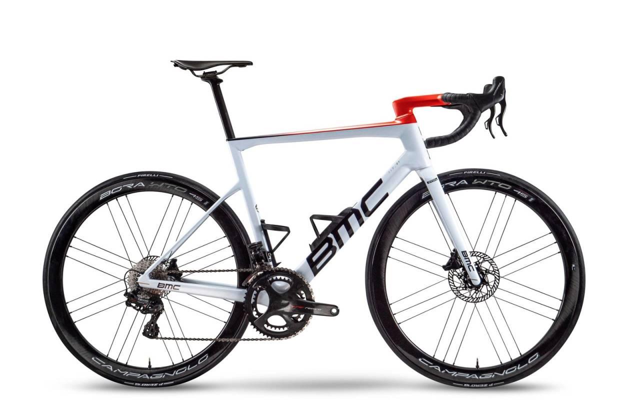 AG2R Citröen sykler på BMC Teammachine SLR01 i 2021. FOTO: AG2R Citröen