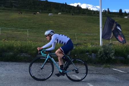 FARLIG NÆR: Jon Breivold fra Bygdø IL satte en støkk i Torstein Træen og resten av Norgescupeliten under åpningsetappen av Tour te Fjells på Golsfjellet. Foto: Ingeborg Scheve