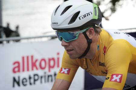 KULT I GULT: Med dagens etappeseier kjører Edvald i rittets gule ledertrøye i morgen, her fra Tour of Norway. Foto: Cor Vos.