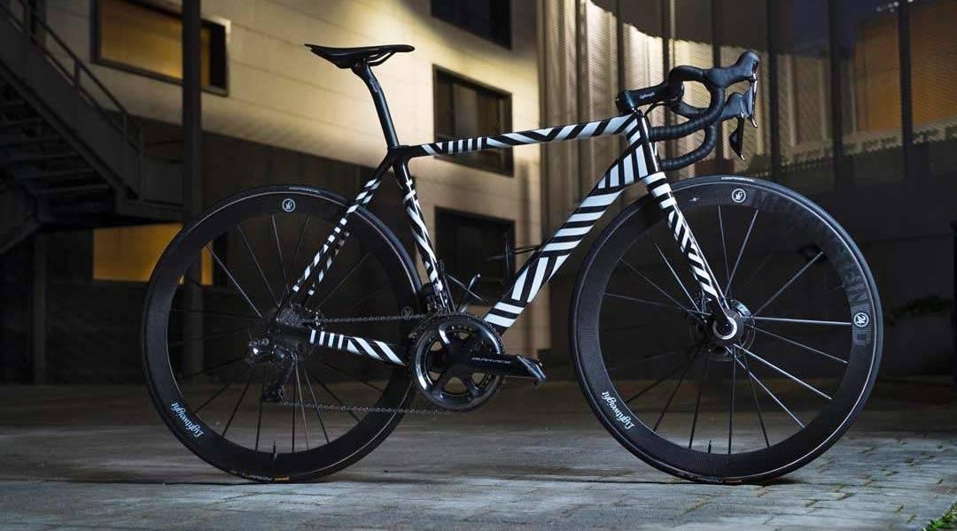 SER DEN SLIK UT? I morgen lanserer Alberto Contador og Ivan Basso sitt nye sykkelmerke. Men om dette er det faktiske designet vet vi ikke ennå. Foto: Lightweight.