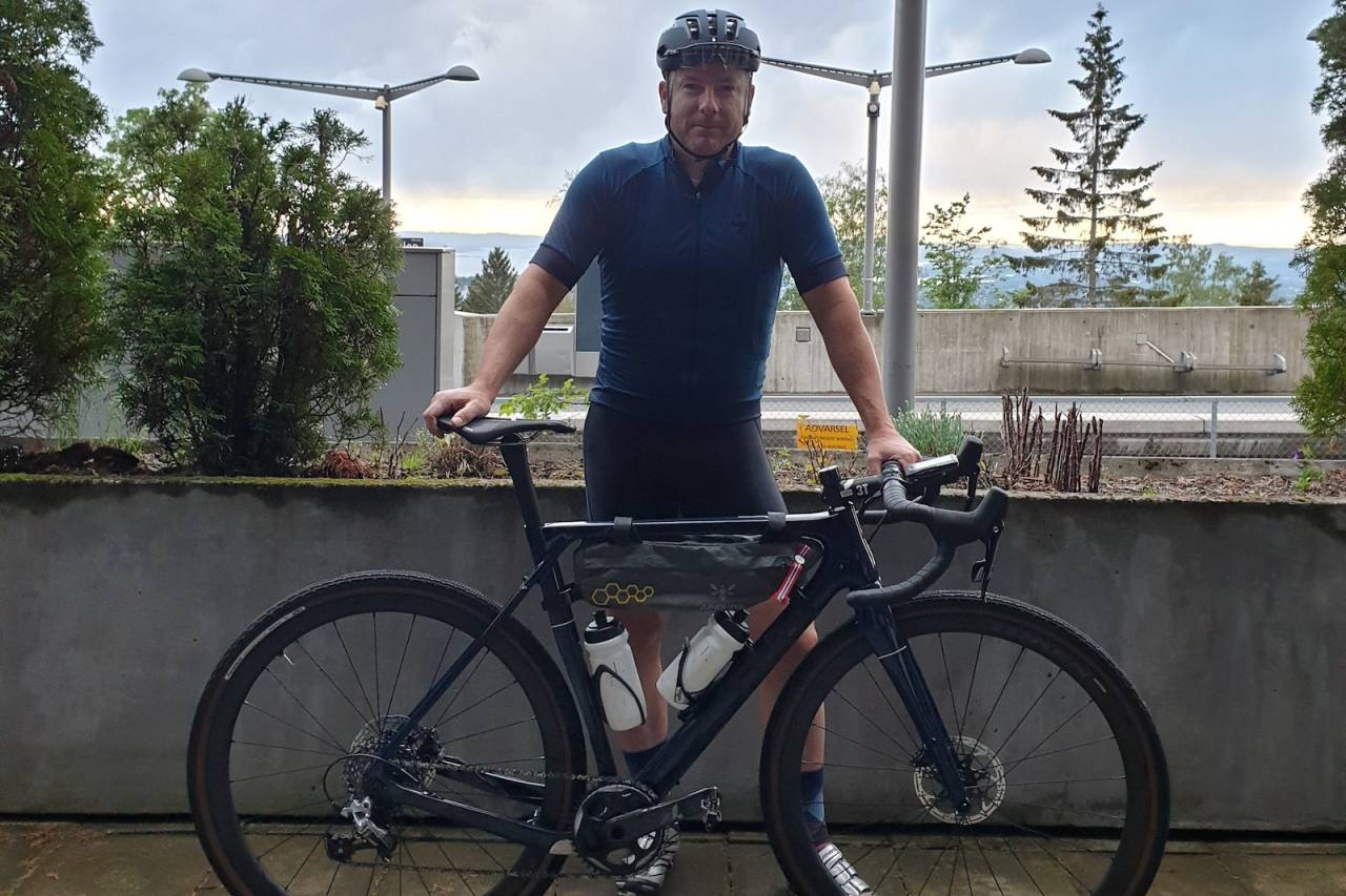 EVENTYRLYSTEN: Jeff Webb er klar for avreise til Kansas i USA. Der skal den tidligere proffsyklisten sykle det 320 kilometer lange Dirty Kanza, som er verdens største grusritt. Foto: Privat