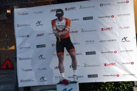 SJAMPIS: Aasmund Groven Lindtveit tok andre etappen av Rojan Rundfahrt, og sikret andre seier på rad for IK Hero. Foto: Arrangøren