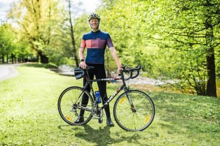 EKSEPSJONELT RÆVA: Magnus Waaler går all in på en 600 kilometers langtur på en sykkel han selv beskriver som «eksepsjonelt ræva». Foto: Henrik Alpers.