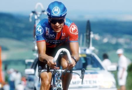 KAPTEIN: Av ren pliktfølelse ovenfor kaptein Andy Hampsten fullførte Stenersen Giro d'Italia i 1993. Bjørn Stenersen kom på 91. plass, to og en halv time bak vinneren Miguel Induráin. Foto: Cor Vos.