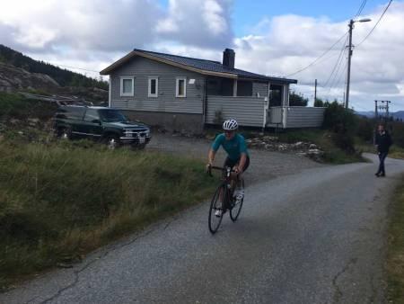 RASK FERSKING: Tross lite erfaring på sykkelsetet har Emma Julie Dyrhovden allerede svært god motbakkekapasitet. Foto: Privat