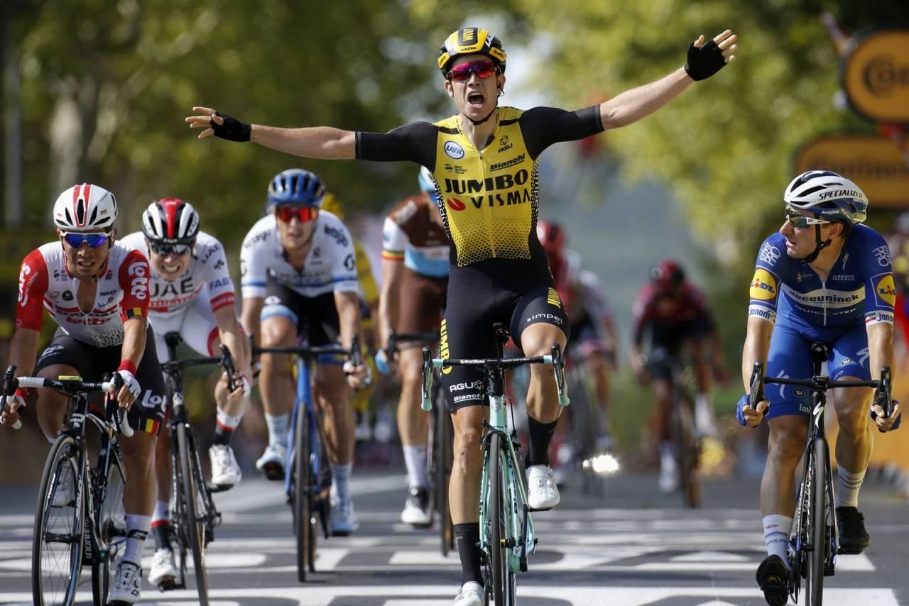 DEBUTSEIER: Tidligere sykkelkrossverdensmester Wout van Aert feirer etappeseier i sin aller første Tour de France. Foto: Cor Vos.