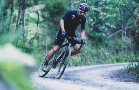 Peter Sagan sykler grus på Specialized Diverge