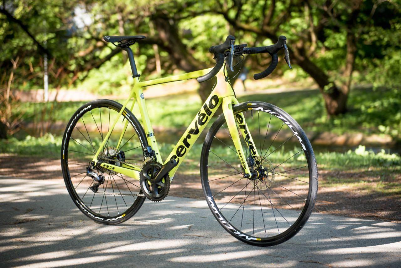 NEON-LYN:  Cervélo R3 har en ramme som gir en ekstra luksuriøs følelse over asfalten. Dessverre kommer den til en stiv pris.