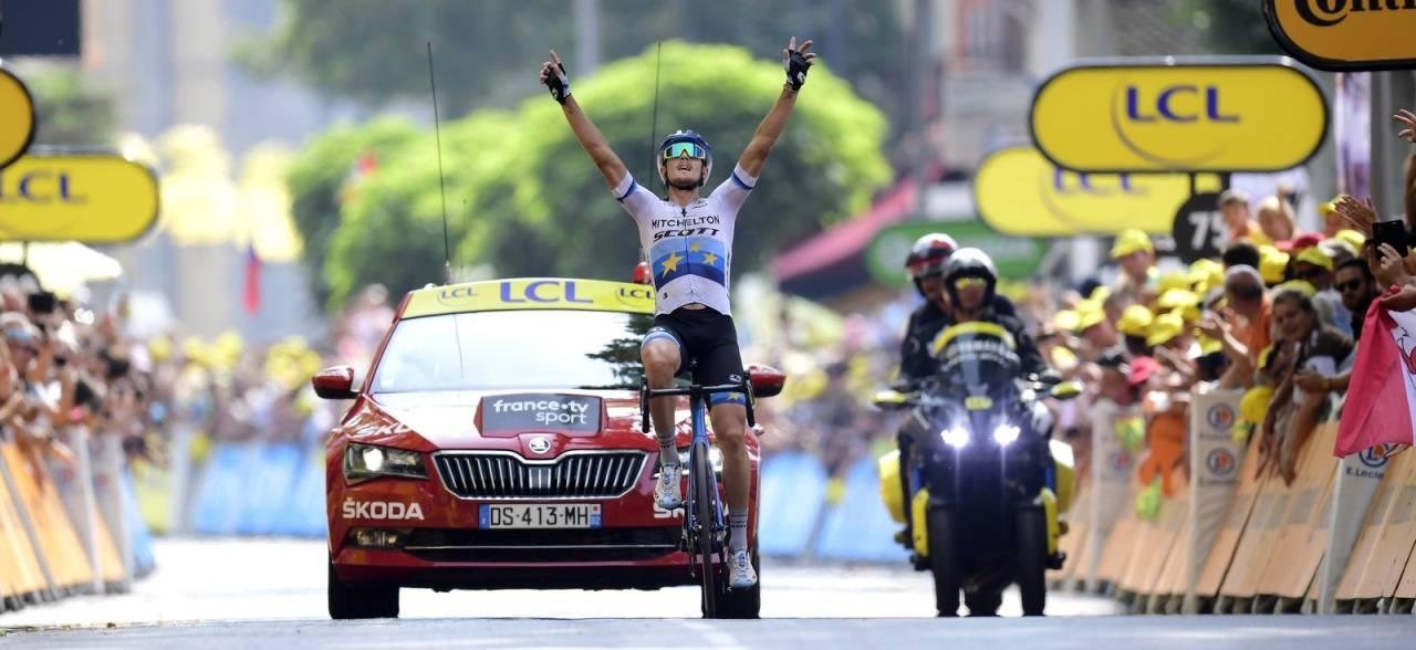 SOLOSEIER: Matteo Trentin vant dagens etappe ikledd europamestertrøya. Foto: Cor Vos.