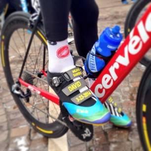 FIN I FOTTØYET: David Millar har kjørt med spesialdesignede sko i hvert ritt, her fra Milan-Sanremo. Foto: fizik.it