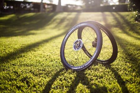 Bikeshops toppmodell for skiver ligger noen år etter de store merkene, både i utseende og funksjon.