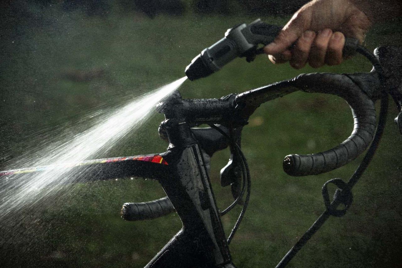 MYE VANN: Bikewash Pro har en vanntank på hele 20 liter. Det gir deg god tid til å få sykkelen ren.