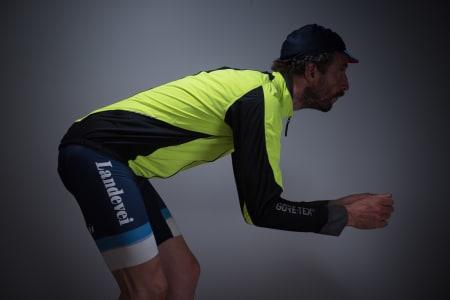 PIONERER: Gorewear var tidlig ute med skikkelig sykkelpassform på jakkene sine. Akkurat det mestrer de fortsatt best i klassen.