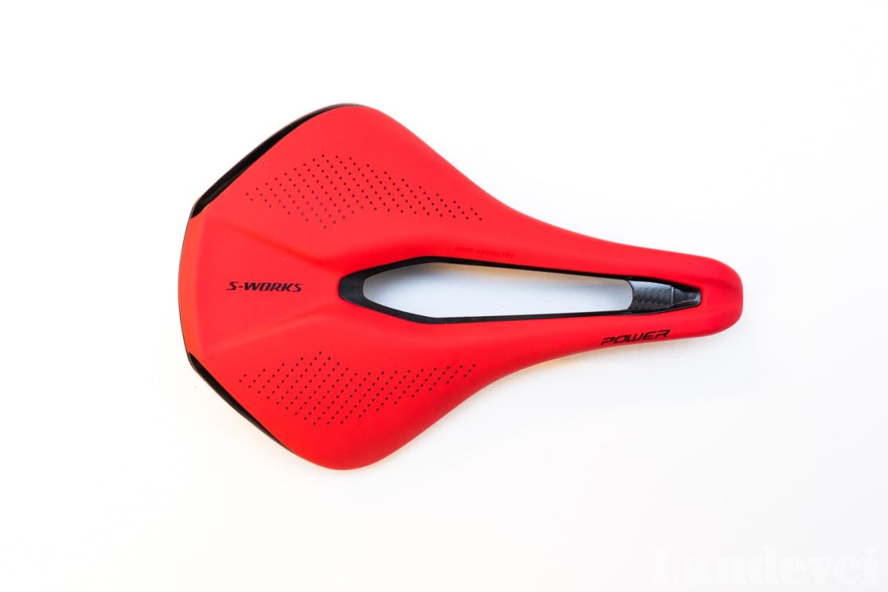 RAR FORM: Veldig bred hale og supersmal og kort nese. Specialized Power er for deg som sitter stille på ett punkt på setet.