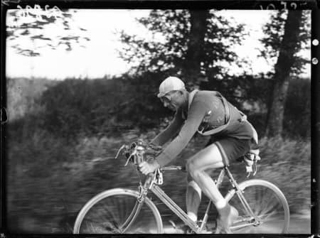 OTTAVIO BOTTECHIA tok sin første av to Tour de France-seire i 1924. Bak ham var det hårda bud. Foto: Presse Sports