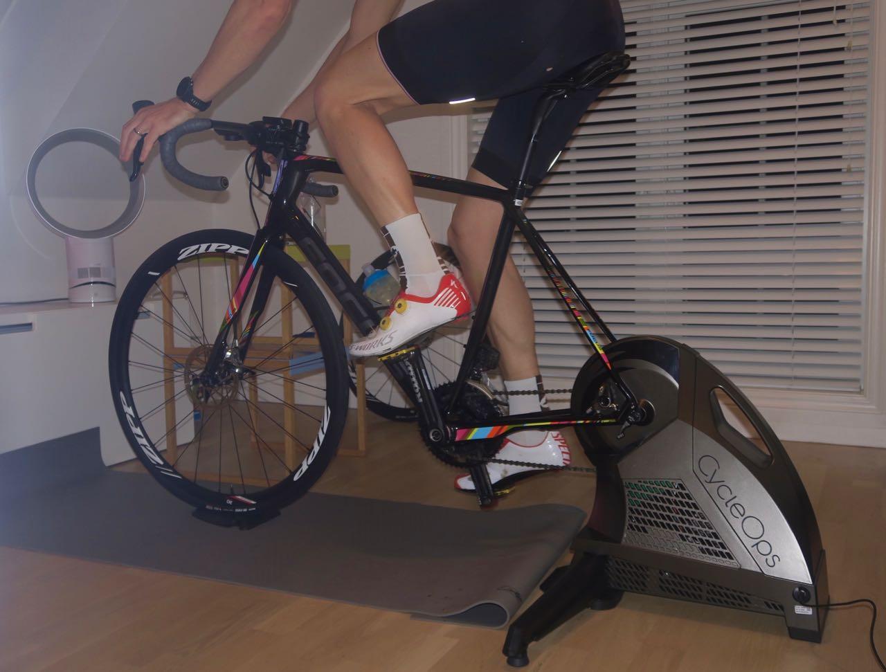 VINTERRULL: CycleOps H2 er et solid alternativ i Smart-rulle segmentet. Den amerikanskproduserte rulla tåler høy belastning og har jevn og smidig gange. Alle foto: Øyvind Aas/Landevei
