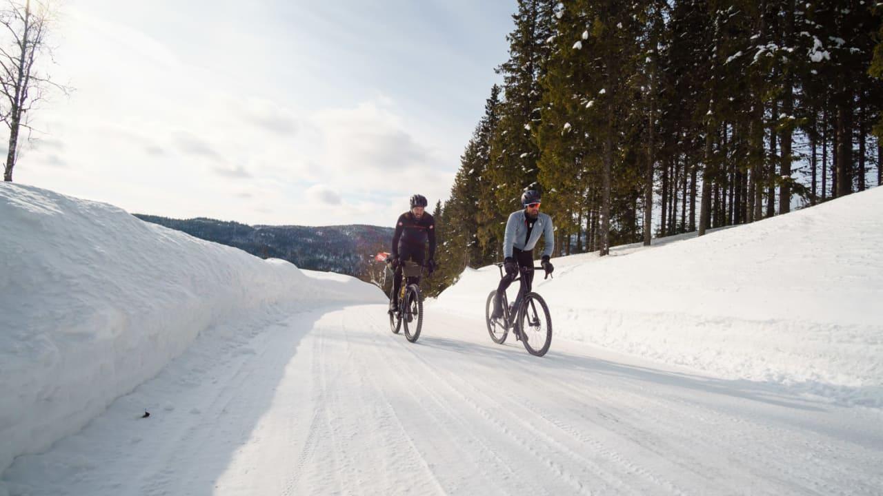 DAGER SOM DETTE: Med de rette plaggene er vintersykling en opplevelse. Vi har testet seks jakker til bruk over og under nullpunktet. Foto: Paul Errington.