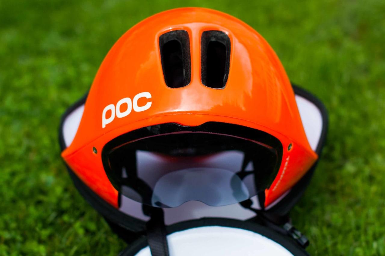 Tempor har en uvanlig bred form som tar hensyn til luftstrømmen rundt hodet og skuldrene til syklisten.